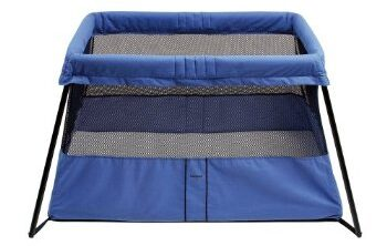 Baby Bjorn Travel Crib in blue